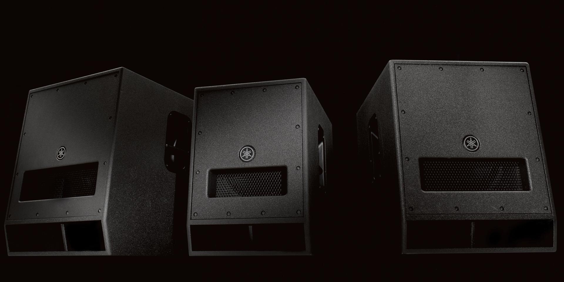 I modelli SubWoofer serie DXS Yamaha sono dotati di DSP interna che ne grarantisce protezione, controllo, versatilità e una perfetta compatibilità con l'intera gamma Yamaha DSR, DXR, DBR. Con un amplificatore in classe D ad alte prestazioni, il DXS è in grado di generare fino a 1020 W di potenza con un SPL massimo di 136 dB.