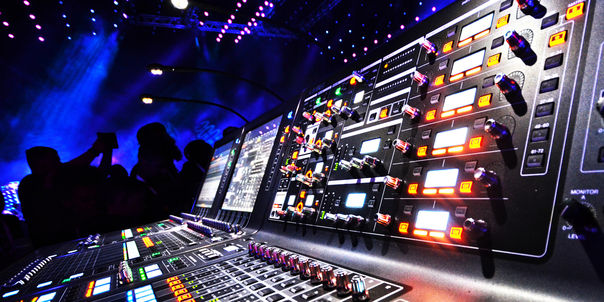 Prodotti professionali e sistemi di distribuzione audio digitale, rivolti al mondo dei live tour piccoli, medi e grandi, in applicazioni al chiuso o all'aperto.