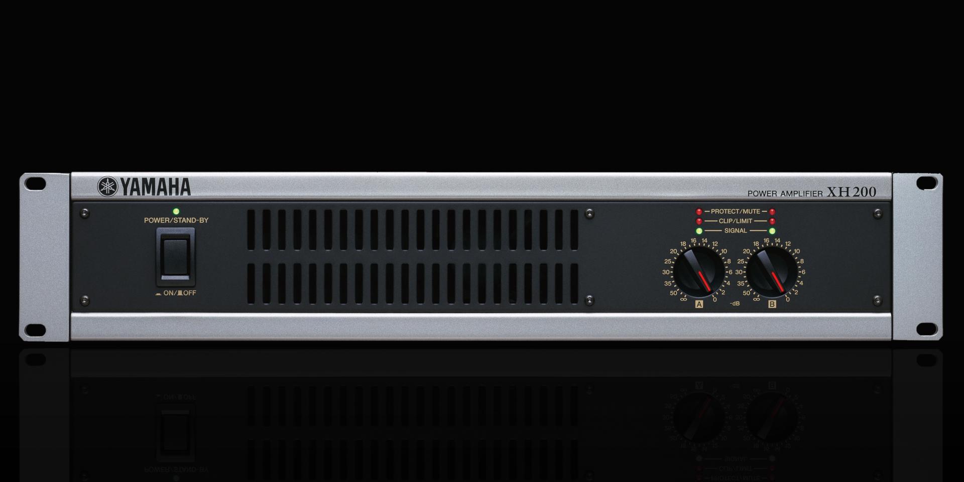 L'XH200 Yamaha è un amplificatore a due canali che può essere commutato per il funzionamento con linee a 70 V e 100 V. Questa caratteristica lo rende la scelta ideale per l'utilizzo con più altoparlanti in serie su installazioni quali teatri, sale concerto e strutture per conferenze.